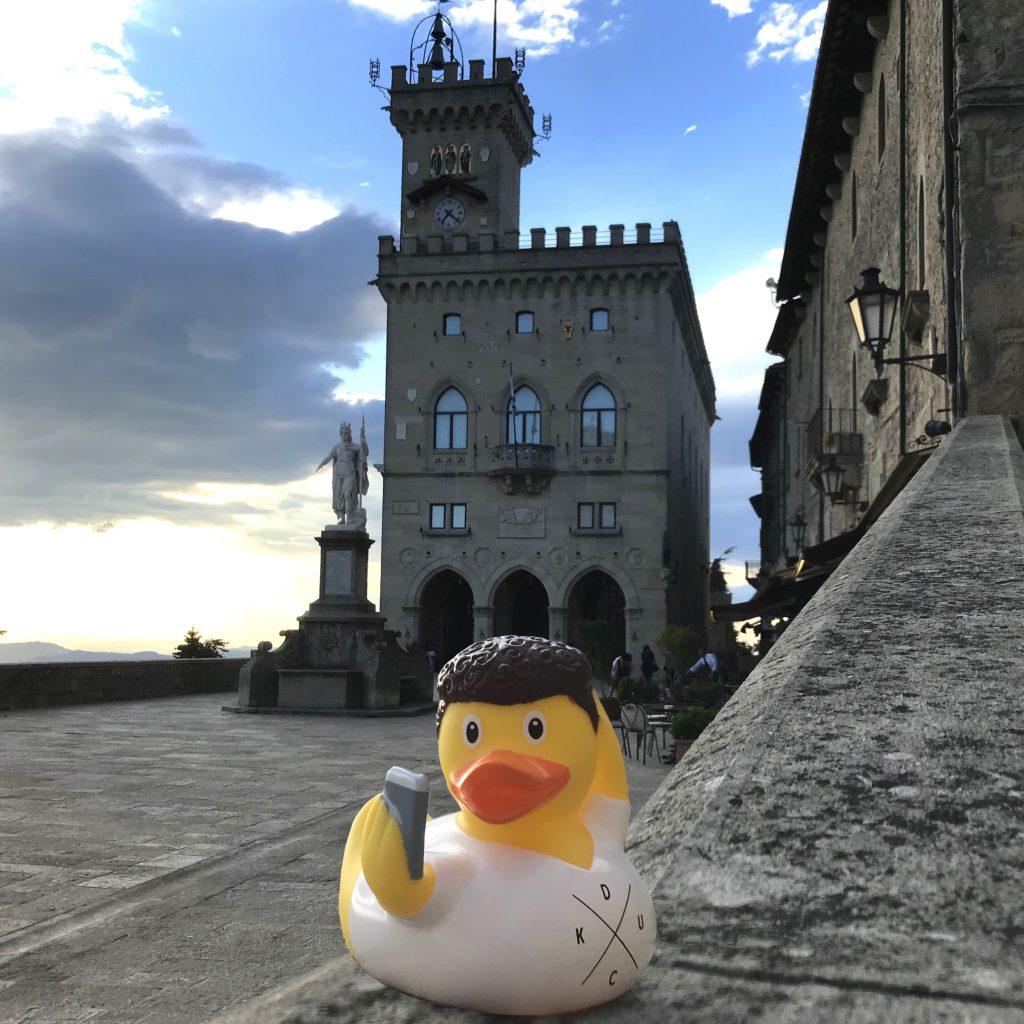 duck store san marino palazzo pubblico